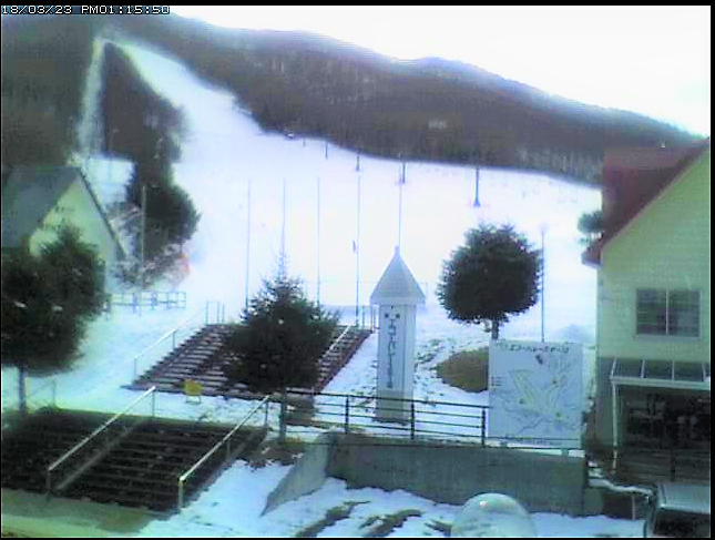 レンタルショップやまびこの2階からエコーバレースキー場のライブカメラ